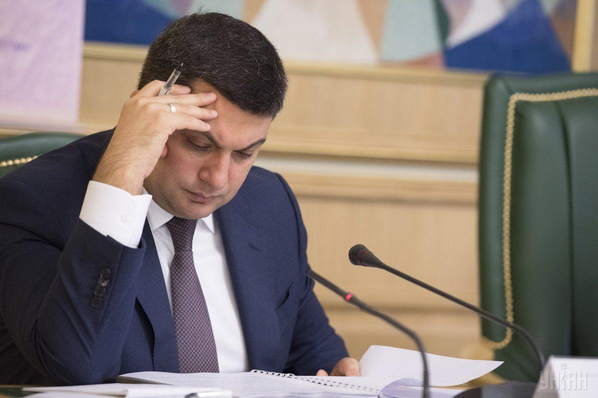 Фактично прем'єр-міністр отримав на руки 28175 грн / Фото УНІАН