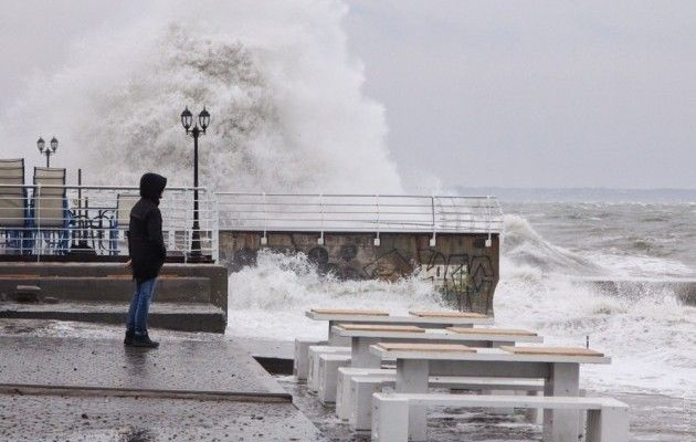 Во время шторма затонула частная яхта / Фото: Думская