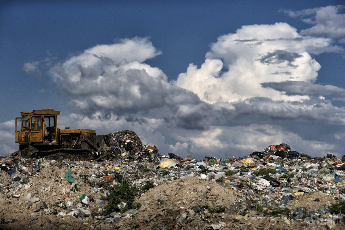 Місцеві жителі непустили машини зкиївським сміттям насміттєзвалище у Підгірцях