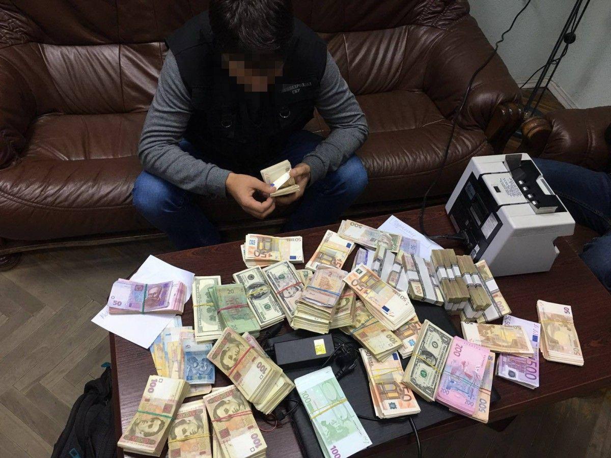 Схвачен делец, помогавший одесским предпринимателям выводить вофшоры 1 млн долларов каждый месяц