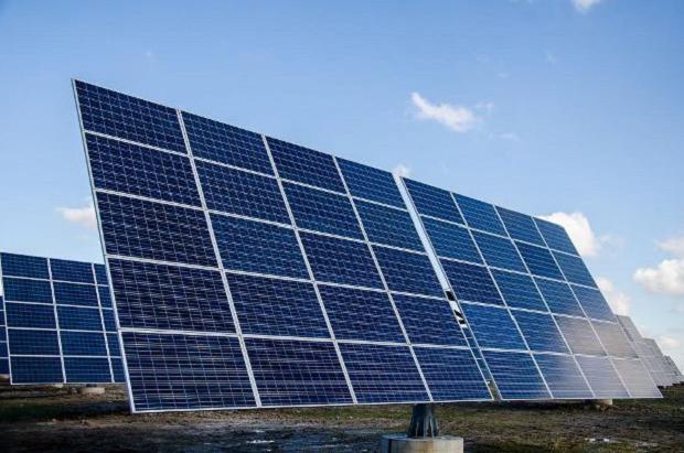 Рухомі батареї дозволяють виробляти на 50% більше енергії, ніж звичні стаціонарні установки / dp.gov.ua