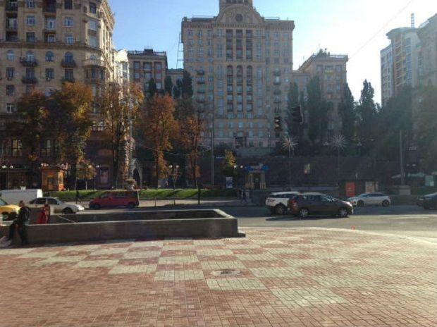 На місці підземного переходу на Хрещатику з'явився майданчик / Фото depo.ua