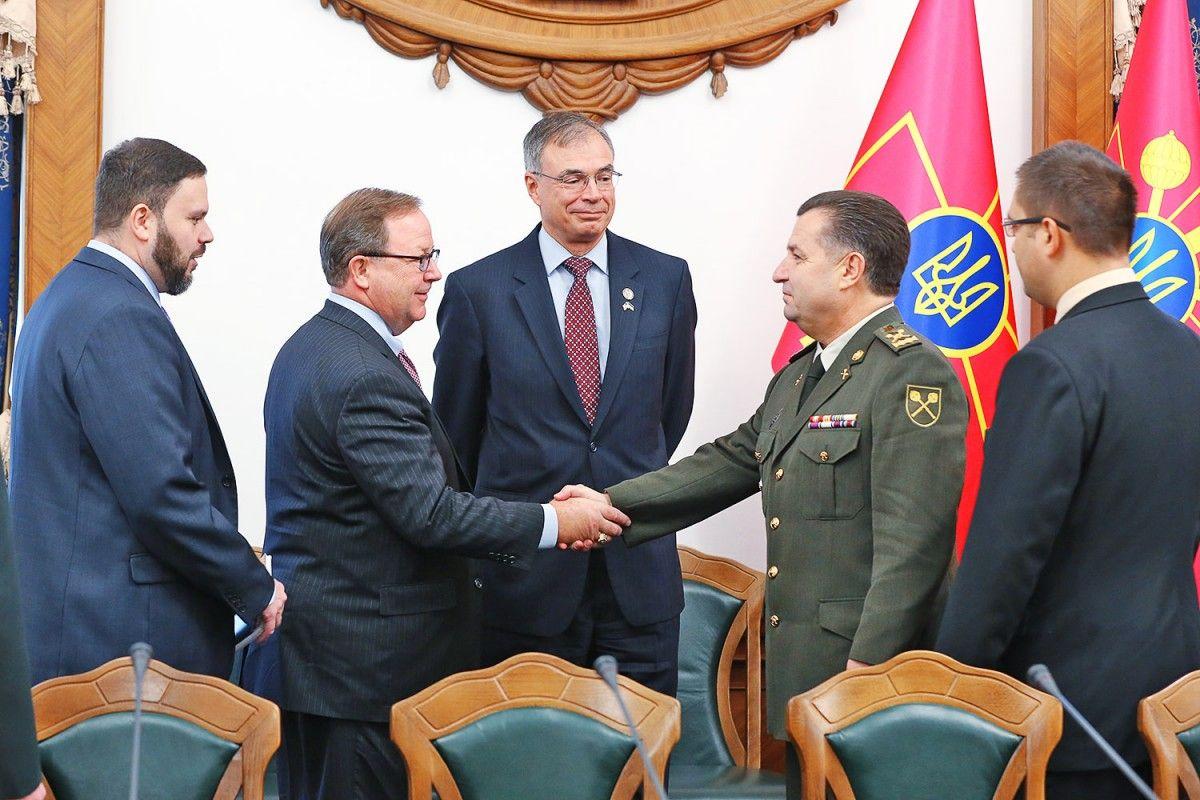 Полторак обговорив з конгресменами надання Україні летальної зброї / mil.gov.ua