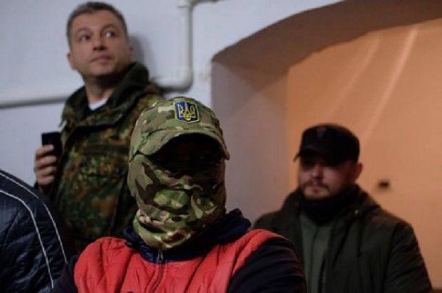 Активісти вимагали припинити показ фільму / ФОТО molbuk.ua