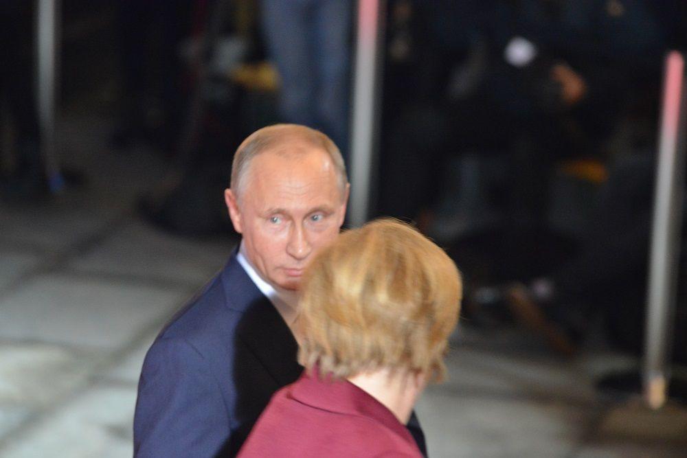ВБерлине В.Путина  встретили злые демонстранты сматерными речевками