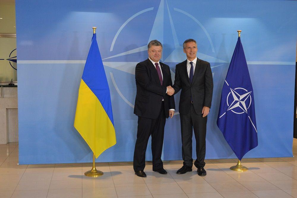 Порошенко обговорив зі Столтенбергом питання поглиблення співробітництва між Україною та НАТО / УНІАН
