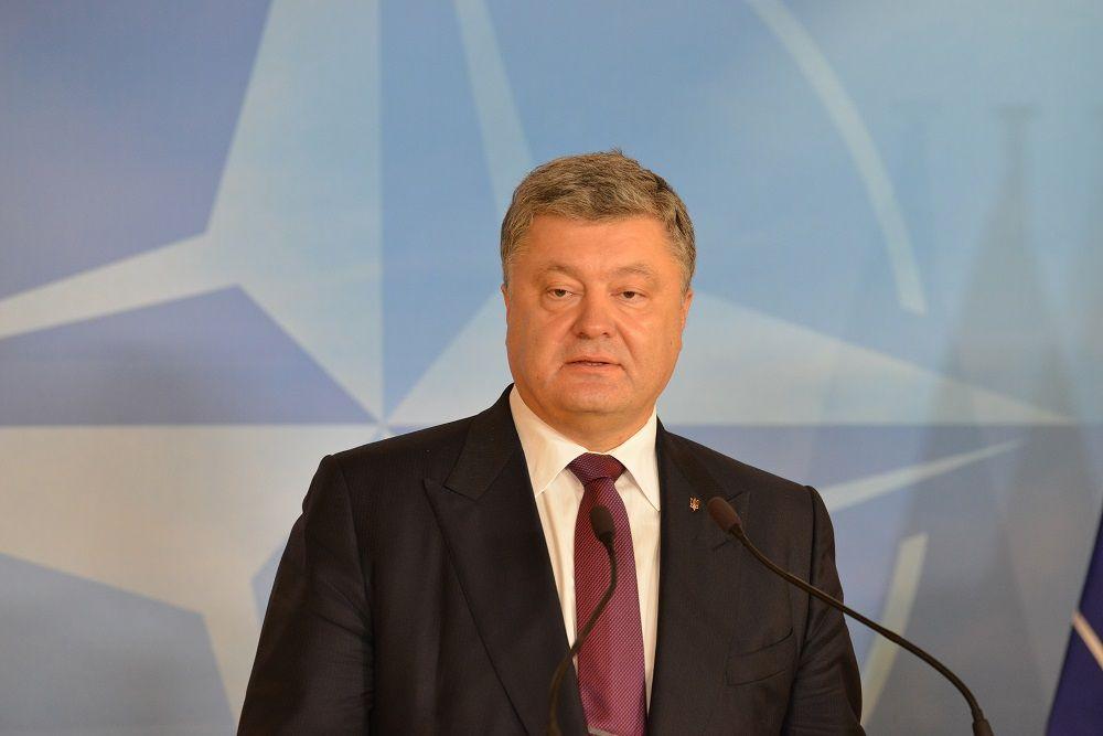 Порошенко: сподіваємося, щоНАТО тиснутиме наРосію через «Мінськ»