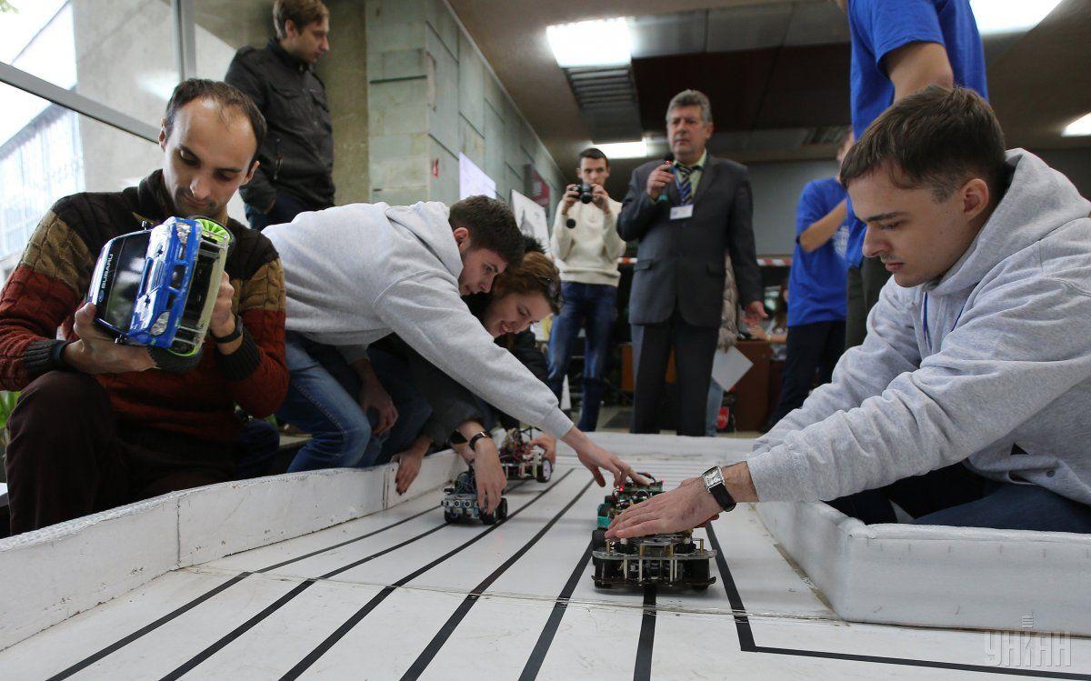 У Львові розпочалися міжнародні змагання з перегонів автономних роботів / УНІАН