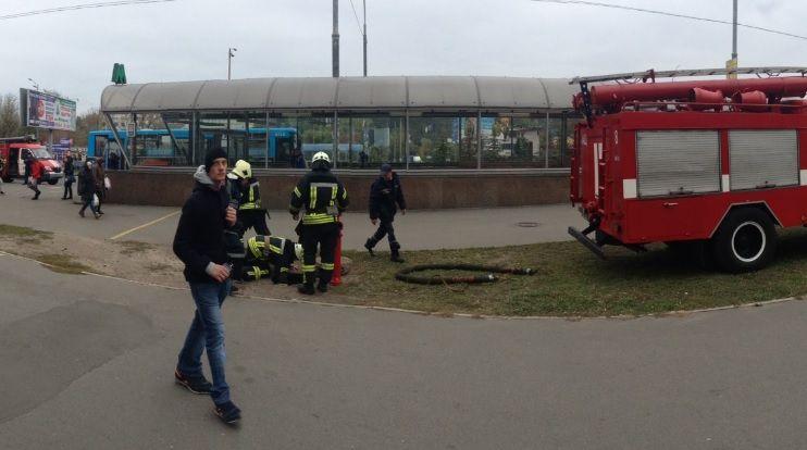 """На """"Голосеевской"""" в поезде загорелась проводка / Фото twitter.com/pavllanski"""