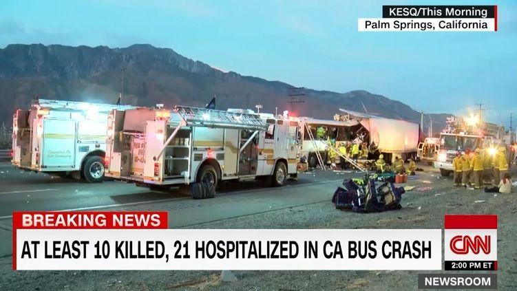 Автобус въехал в грузовик / Кадр из видео CNN