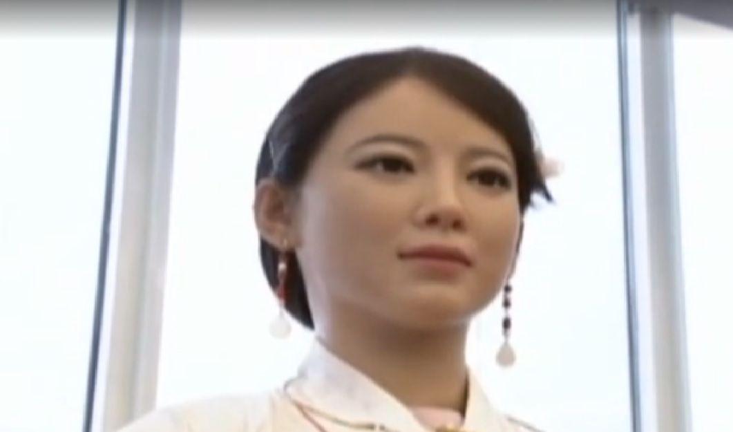 Девушка-робот может распознавать выражения лица / ТСН