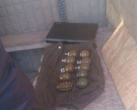 У пасажирок вилучено гранати Ф-1, РГД-5, 8 гранат РГН і 10 запалів до них / dp.npu.gov.ua