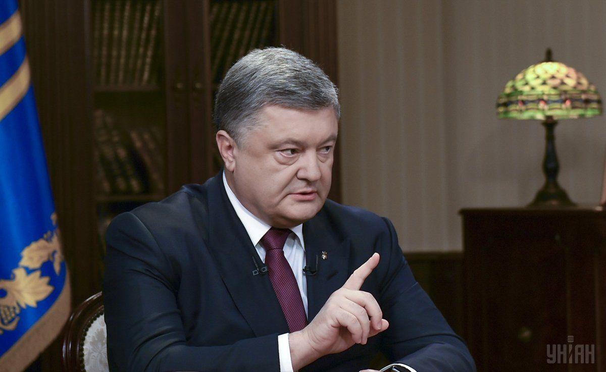 Порошенко признал, что пожертвовал на помощь армии порядка 400 миллионов гривень / УНИАН