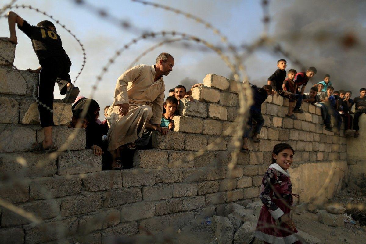 Жителі Мосула продовжують покидати охопленого боями міста / REUTERS