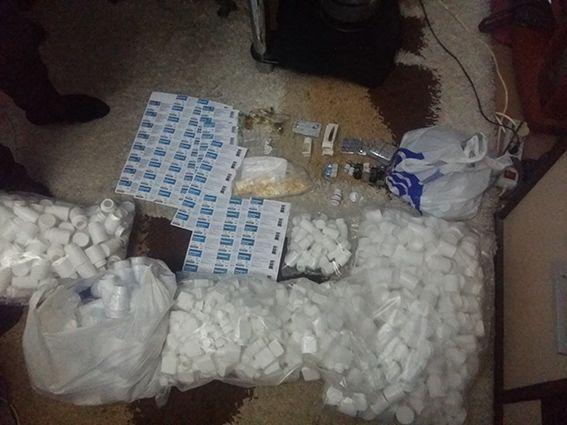 в квартирі зловмисника вилучено різних підконтрольних препаратів на 100 тис. грн / dp.npu.gov.ua