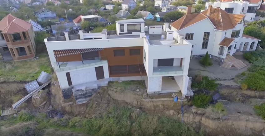 На Одесщине дома разрушаются из-за смещения / Скриншот
