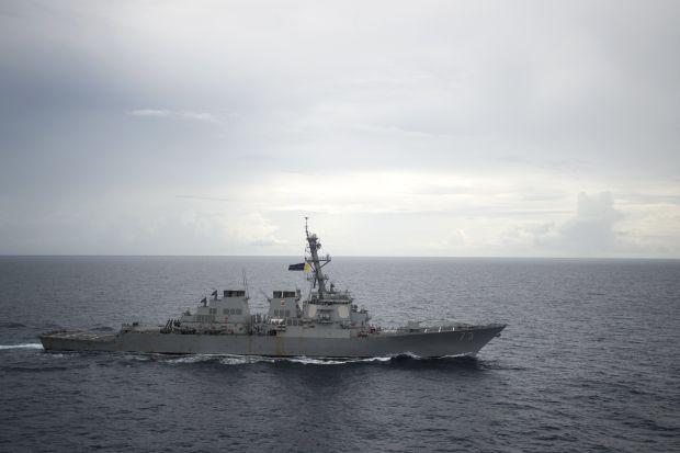 """американский эсминец """"USS Decatur"""" в Южно-китайском море / REUTERS"""