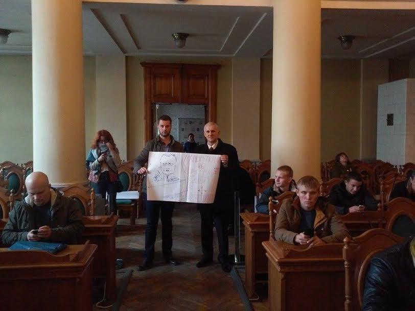 Депутат Ігор Муравський зазначив, що мешканці районів готові перекривати дороги