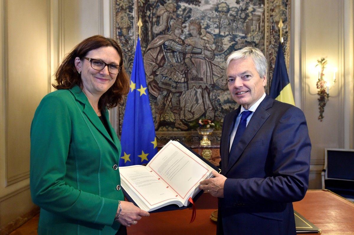 Министр иностранных дел Бельгии Рейндерс и Комиссар ЕС по торговле Мальмстрем / REUTERS