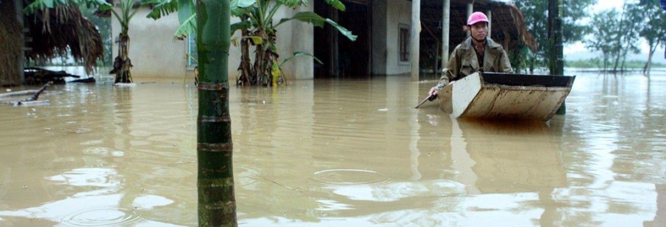 В результате наводнения во Вьетнаме погибли 25 человек