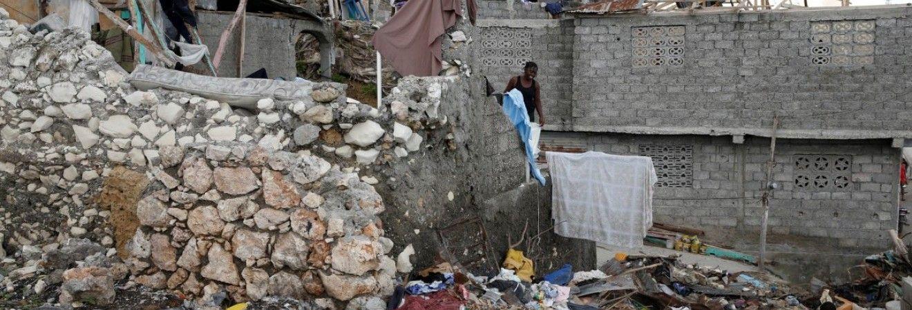 """Более 2 млн человек на Гаити пострадали из-за урагана """"Мэттью"""""""