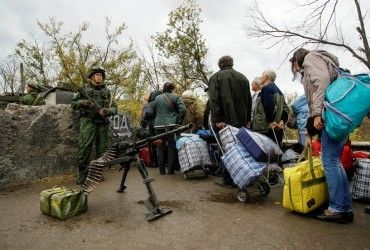 Цивільні особи через бойовиків опинилися на лінії вогню біля КПВВ Майорськ - штаб