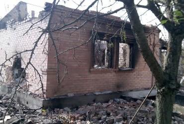 Бойовики обстріляли житлові квартали у Зайцевому, один будинок згорів вщент