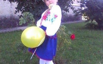 На Тернопільщині дівчинка-магніт може на собі одночасно тримати 15 ложок title=