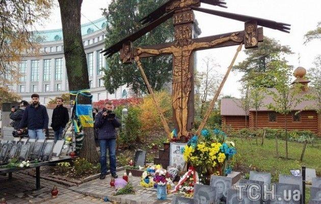 Родичі героїв Небесної Сотні та бійці АТО провели молебень на Інститутській - фото 1
