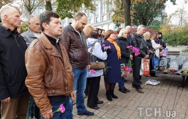 Родичі героїв Небесної Сотні та бійці АТО провели молебень на Інститутській - фото 2