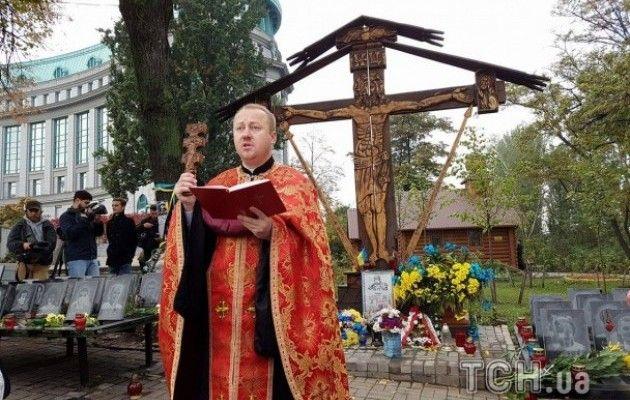 Родичі героїв Небесної Сотні та бійці АТО провели молебень на Інститутській - фото 5