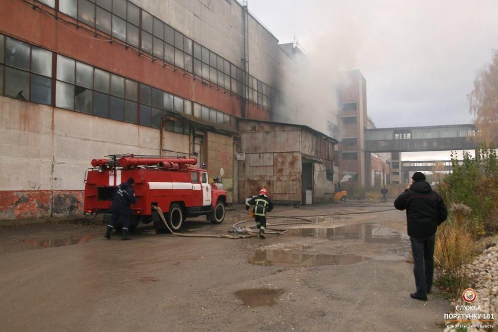 Пожежу гасили більше години / фото ДСНС в Тернопільській області