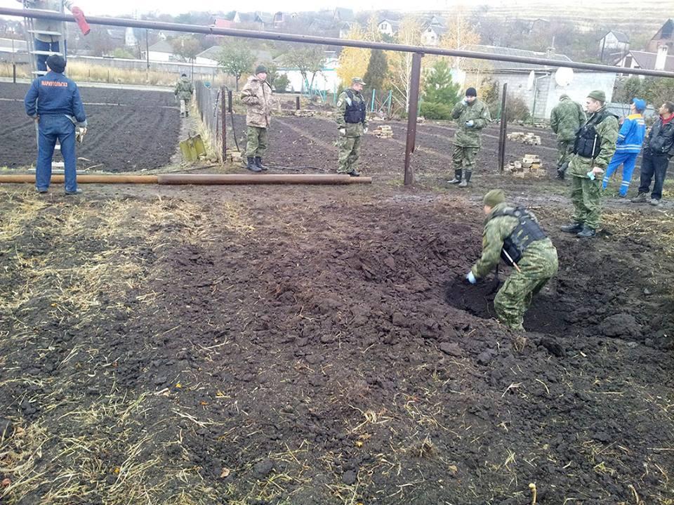 Наслідки обстрілу бойовиків у селі Виноградне / facebook.com/ato.news