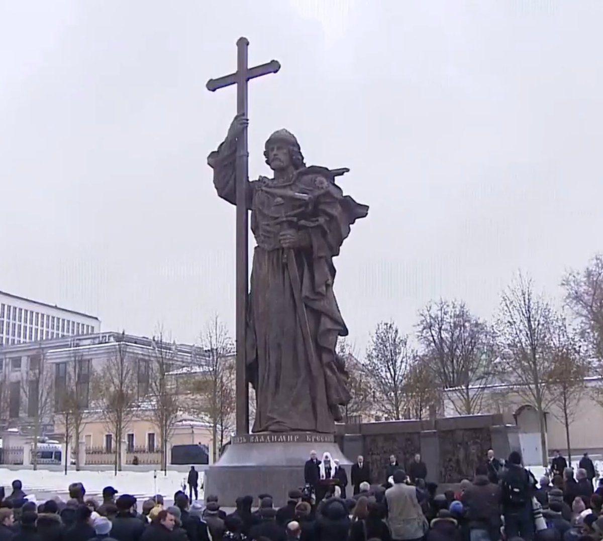 Памятник довольно схож с тем, что стоит в Киеве / twitter.com/putin_vvp
