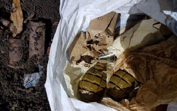 Пакет з боєприпасами правоохоронці знайшли поблизу житлового масиву Артема /  npu.gov.ua
