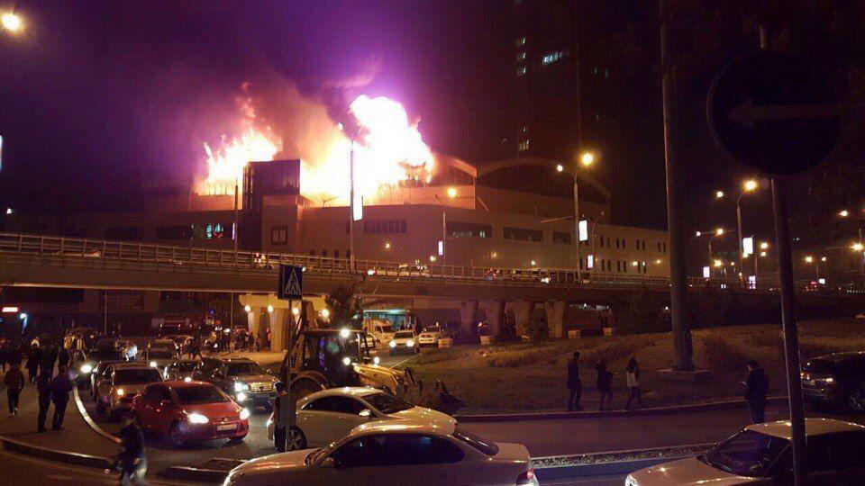 ВАлматы полыхает строение близ комплекса «Алматы Тауэрс»