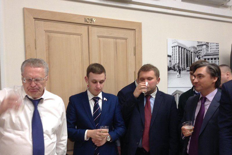 Жириновский устроил в Госдуме банкет в честь Трампа / РБК
