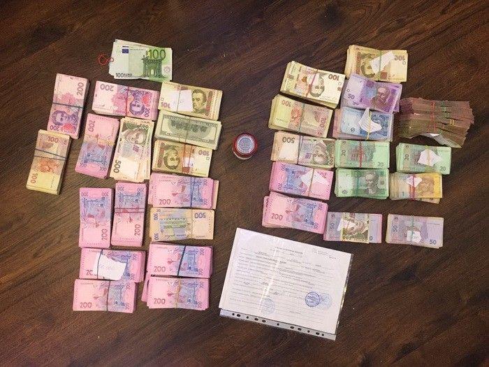 Правоохоронці виявили більше мільйона гривень під час обшуків посадовців / ssu.gov.ua