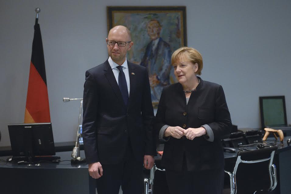 Яценюк: Меркель и немецкое правительство стоит на форпосте защиты Украины / Фото nfront.org.ua