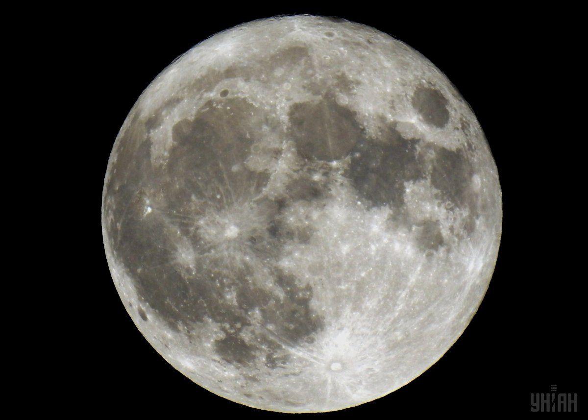 Названо точное время рождения Луны / Фото УНИАН
