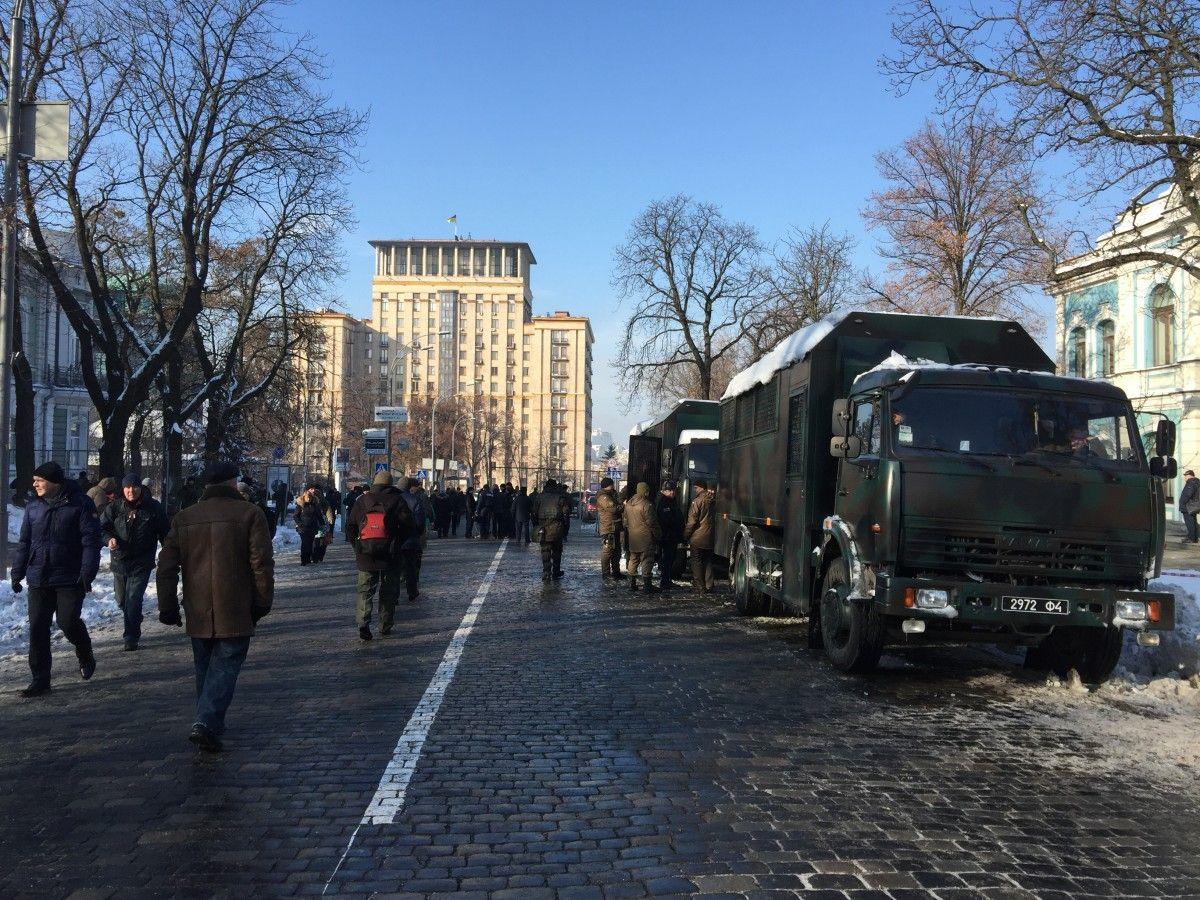Ряд центральних вулиць Києва було перекрито через загрозу скоєння терактів / Фото УНІАН