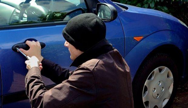 Злодії користуються тим, що засніжені авто залишаються без нагляду / lvivpost.net