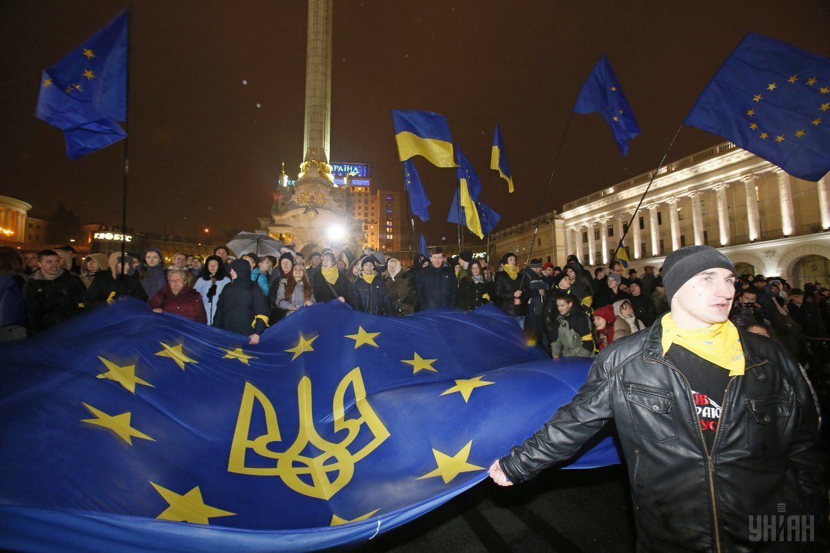 Гройсман иЯценюк поздравили украинцев сДнем достоинства исвободы