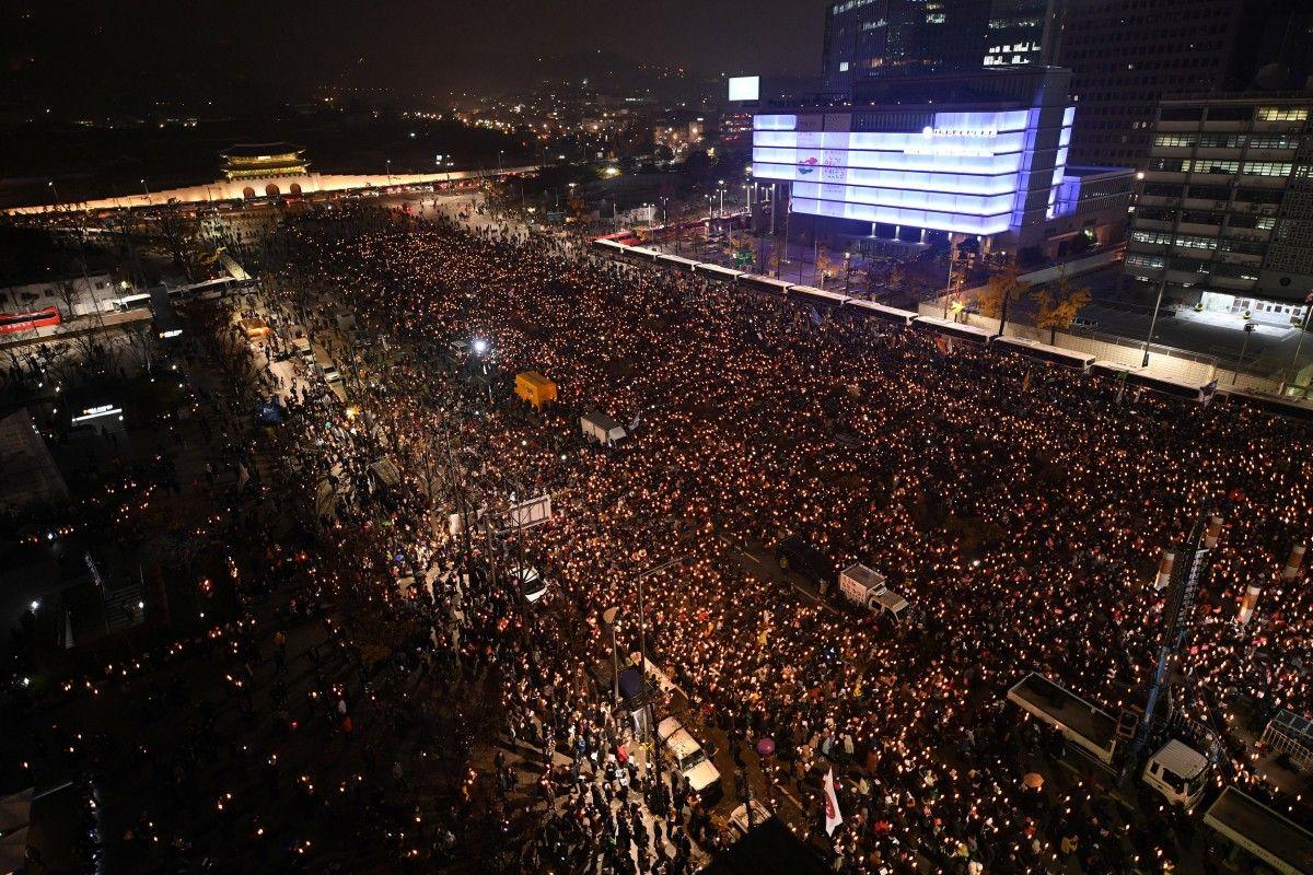 Массовая акция протеста в Сеуле / REUTERS