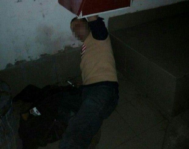 У центрі Одеси затримано зловмисника, який застряг у вуличному терміналі під час спроби пограбування / Патрульная полиция Одессы