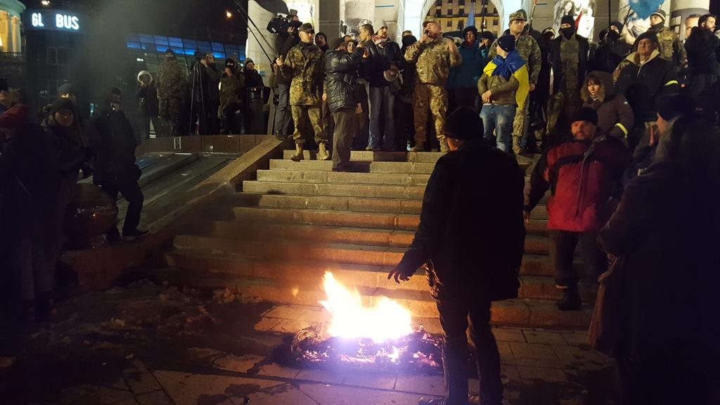 Car tires are again set on fire on Kyiv's Maidan / Photo from twitter.com/berdynskykh_k