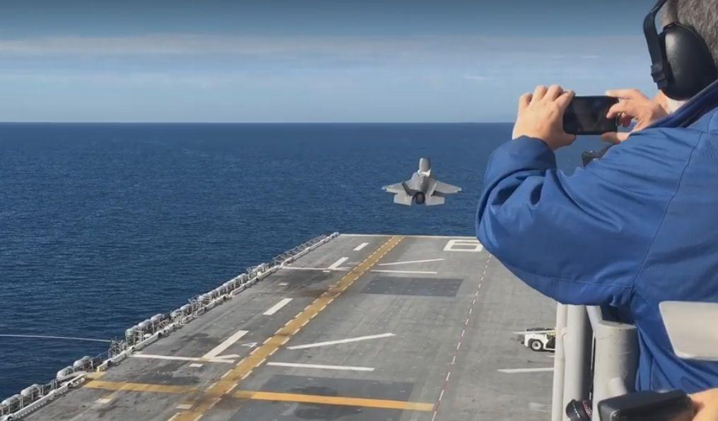 Взлет истребителя F-35B / Скриншот видео