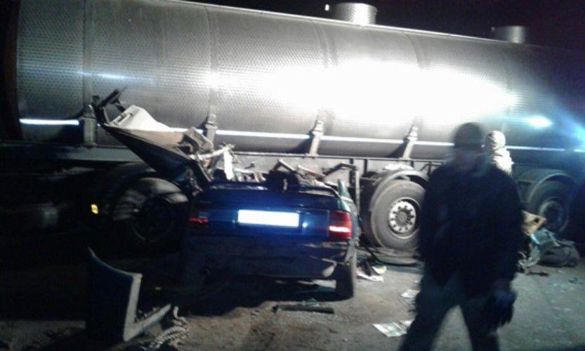 Трое военных, которые находились в легковушке, погибли на месте / Фото mk.npu.gov.ua