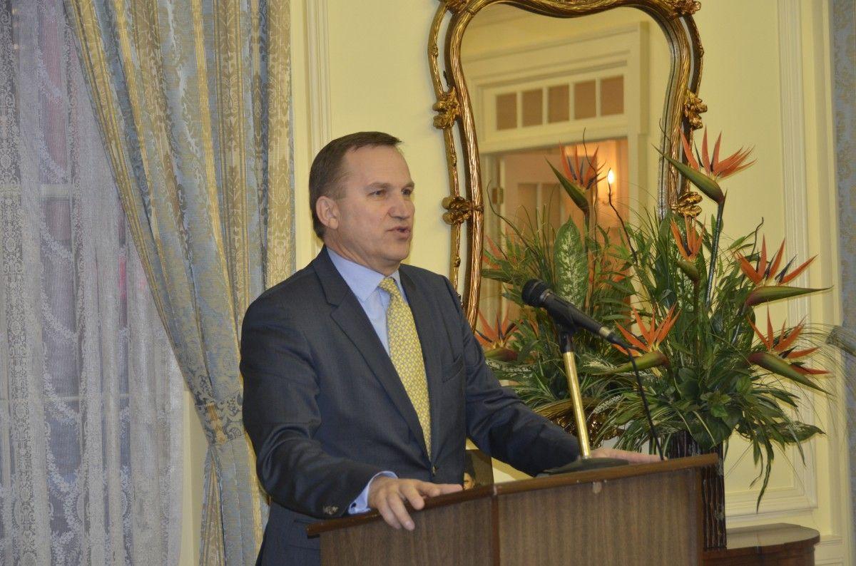 Экс-посол вСША Моцик вошел всостав минской переговорной группы