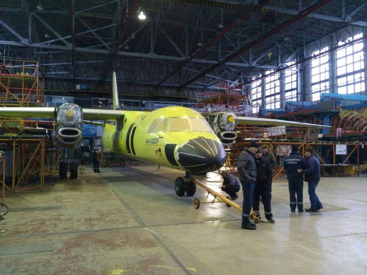 Вначале зимы состоится праздничная выкатка нового транспортного самолета Ан-132